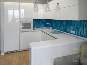 белая бирюзовая кухня